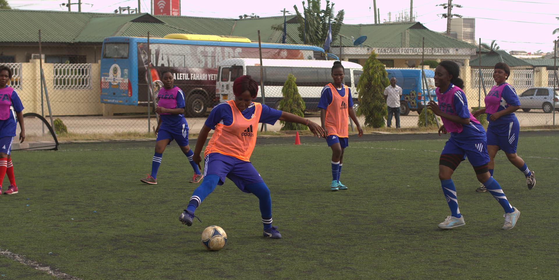 Ett kliv på fotbollsplanen är ett kliv mot jämställdhet - folkhogskola.nu 5e02465539703
